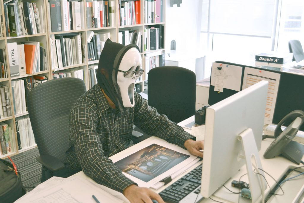 Ráp máy tính văn phòng.